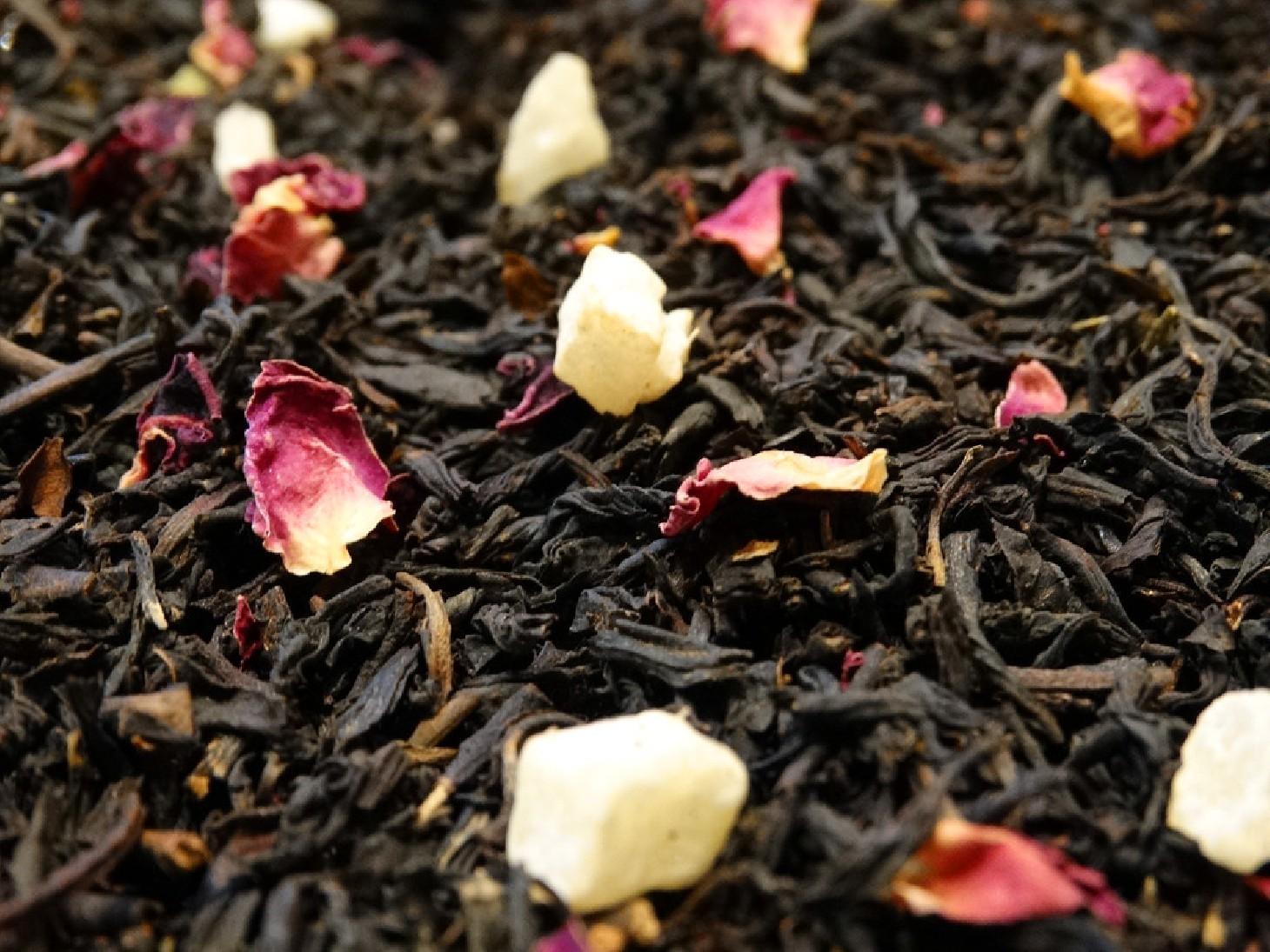Flavoured black tea, vine peach, rose petals