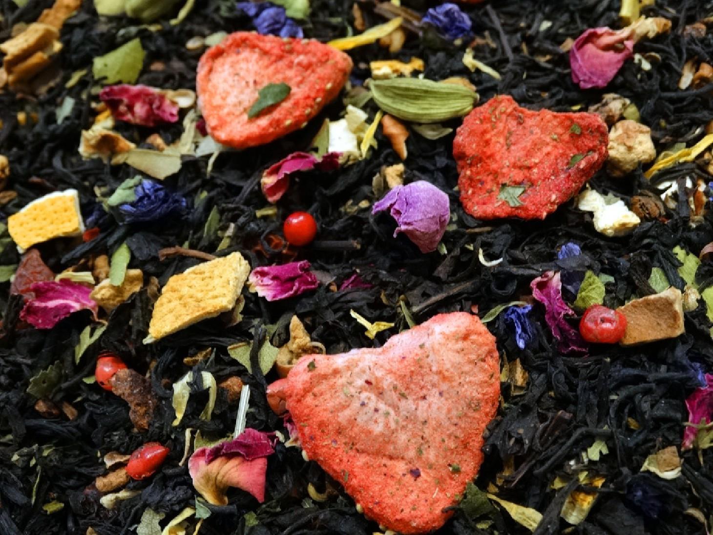 Black tea, bergamot, mint, spices, citrus fruits