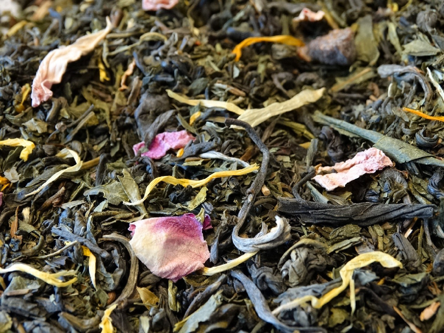 Green and white tea, pear, rose, mint and jasmine