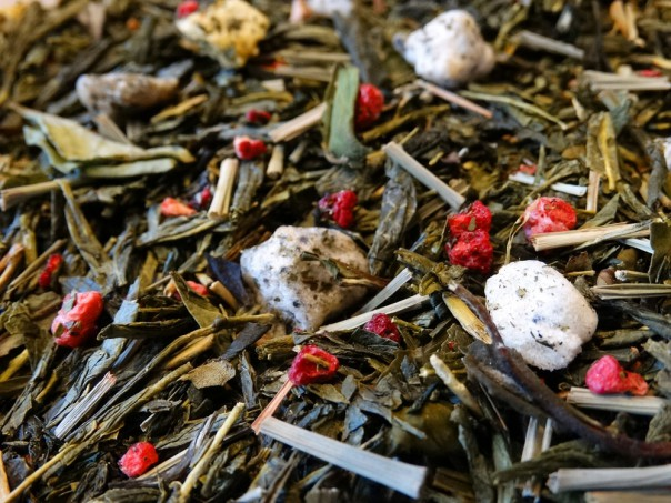 Green and white tea, fruits of the Dragon, Pomegranate