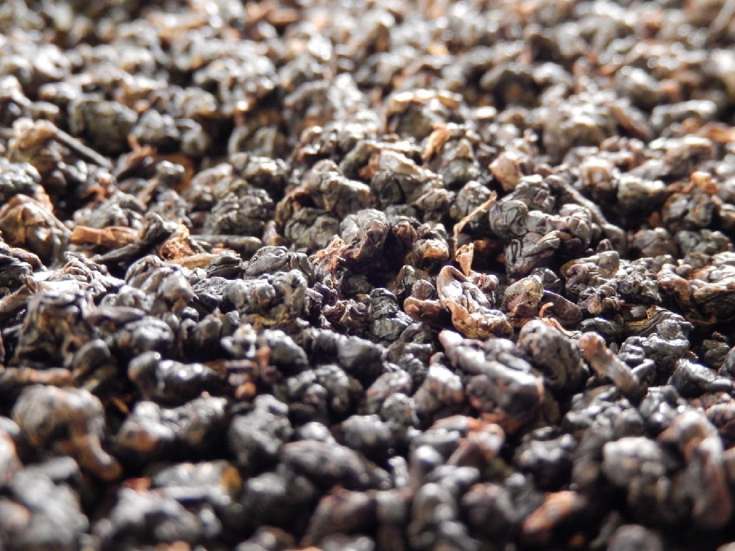 Formosa dark pearl oolong taiwan  rare thé bleu de prestige grand jardin d'exception sélectionné par tea & cie www.teacie.com