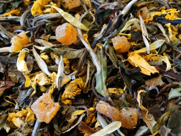 White tea with apricot pieces
