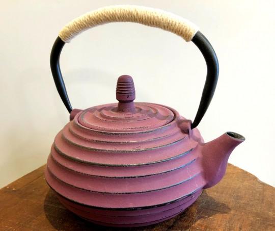 théière en fonte 0,8litre couleur Parme fin de série Tea & cie à Vannes