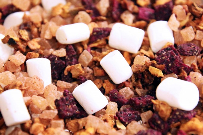 A delicious infusion with marshmallow, pieces of raspberry and pineapple