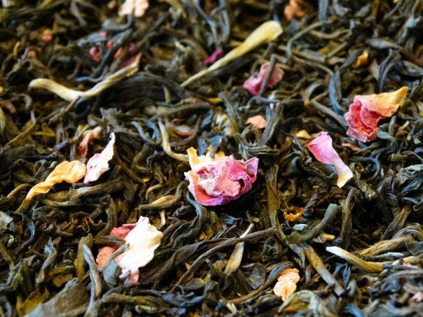 White tea with jasmine and rose petals