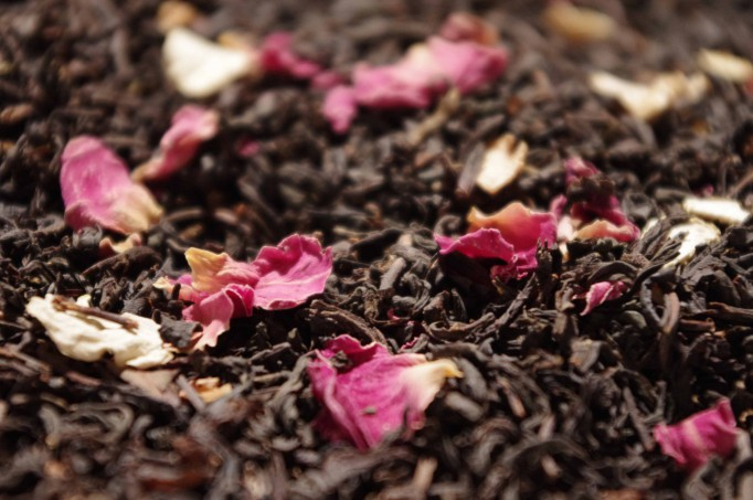 Black tea, lemon, bergamot, lotus, figs, orange peels, flowers