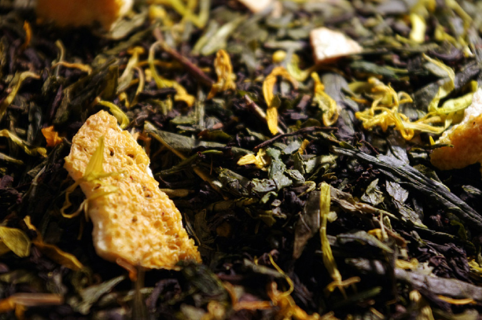 Green and black teas, lime and candied yellow lemon