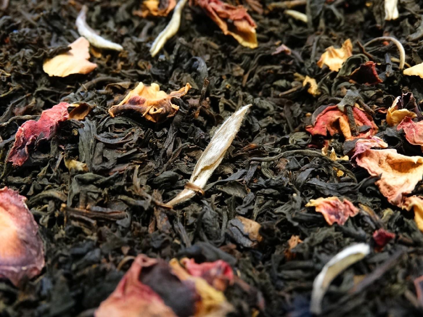 Black tea, bergamot, lavender, white touches
