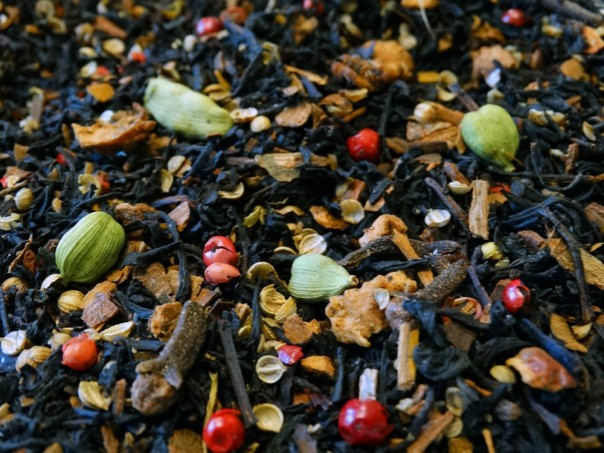 Flavored black tea, orange, spices, apple, berries, flowers